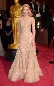 Cate Blanchett nel 2014 vince l'Oscar come miglior attrice protagonista nel film Blue Jasmin e con questo abito è un gelsomino rosa di rara bellezza