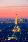 """1889. Tra i più antichi e anche più famosi monumenti costruiti per l'Expo, c'è sicuramente la Tour Eiffel, oggi simbolo della capitale francese. E pensare che nel 1909 rischiò di essere smantellata per volere dei parigini stessi che la soprannominarono """"l'asparago di ferro"""""""