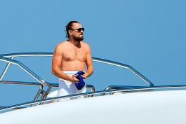 Non più esile come agli esordi della sua carriera, Leonardo di Caprio è stato spesso avvistato con pancia rilassata e barba incolta. Eppure, sempre circondato da bellezze mozzafiato, non si può certo dire che abbia perso il suo fascino, anzi