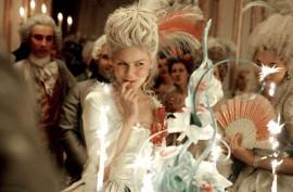 """""""Se non hanno pane, che mangino brioche"""". Ben più erronea la citazione imputata a Maria Antonietta. L'infelice uscita viene infatti attribuita dall'illuminista Jean-Jacques Rousseau a una principessa di cui non viene citato il nome e che la pronunciò nel 1741, ovvero 14 anni prima della nascita della moglie di Luigi XVI."""