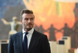 """Ataxofobia,ovvero la paura del disordine, ne soffre David Beckham che dichiara: """"Tutto deve essere disposto su linee dritte o diviso per paia. Se in frigo trovo una pepsi in più la sposto"""". E poi ci lamentiamo del fatto che Victoria abbia sempre la faccia incavolata: con un simile perfettino in casa..."""