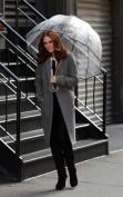 Julianne Moore riesce ad essere elegante e di classe in ogni occasione, anche sotto la pioggia.