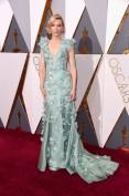 Si è appena conclusa l'88 esima edizione degli Oscar che ha visto Cate Blanchett candidata come miglior attrice per il film Carol. No, non ha vinto l'ambita statuetta ma con quest'abito Azzurro Serenity con fiori applicati non sentite già profumo di primavera?