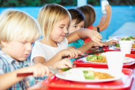 child,eating,cafeteria,school food