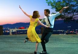 Un giovane regista già candidato all'Oscar, due tra gli attori più lanciati di Hollywood (Ryan Gosling ed Emma Stone) e una trama in cui l'amore si intreccia con le passioni dei protagonisti e i loro sogni per il futuro. La La Land è di sicuro un film da non perdere!