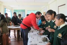 2. APE Felice in India durante i corsi alla Bethany School